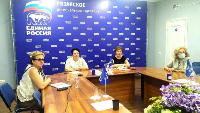 «Единая Россия» предложила установить дополнительную единовременную выплату для учителей за работу на ЕГЭ