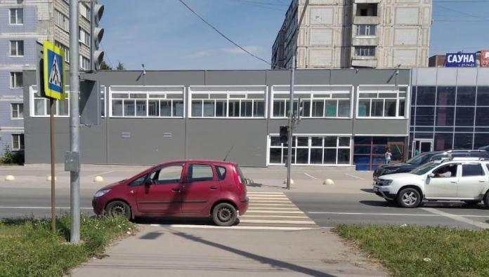 В Рязани автомобиль сбил женщину с ребёнком