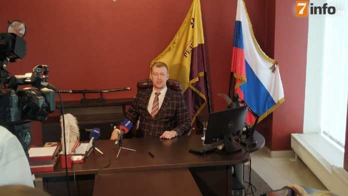 Адвокат сына Захарова прокомментировал информацию о продаже билетов на заседания суда по делу Ефремова