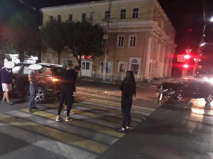 На перекрёстке в центре Рязани произошло жёсткое ДТП