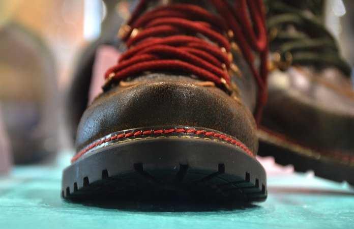 Как выбрать сменную обувь в школу