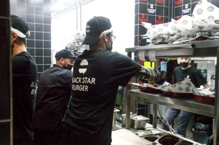 Рязанцев приглашают в Black Star Burger