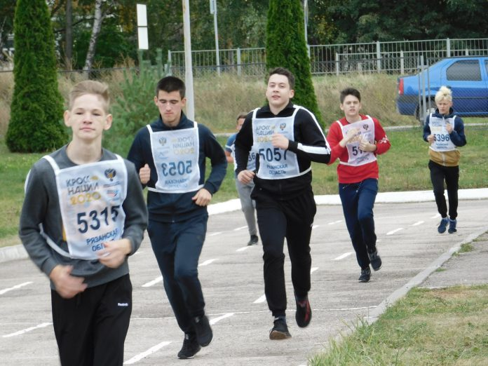 В Скопинском районе школьники пробежали антинаркотический кросс