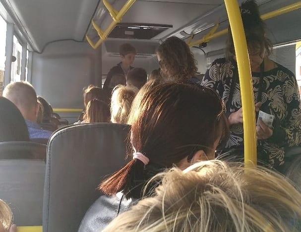 Рязанка пожаловалась на давку в общественном транспорте