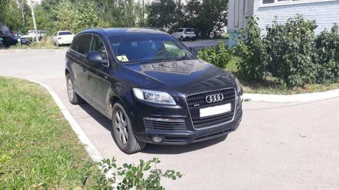 На улице Новосёлов Audi наехал на 3-летнего ребёнка