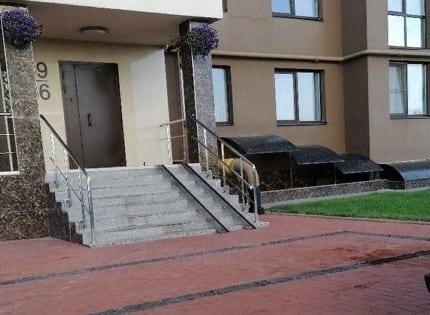 Из окна высотки в Рязани выпала женщина