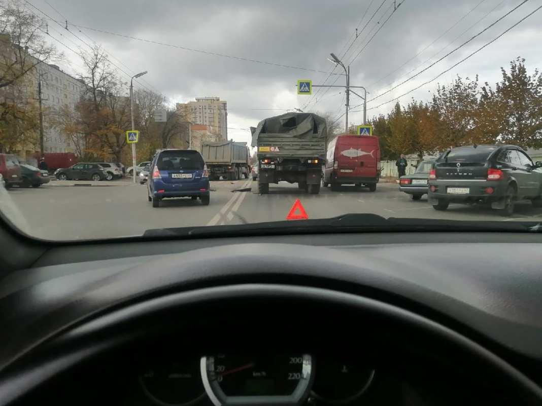 Из-за ДТП в центре Рязани собирается пробка