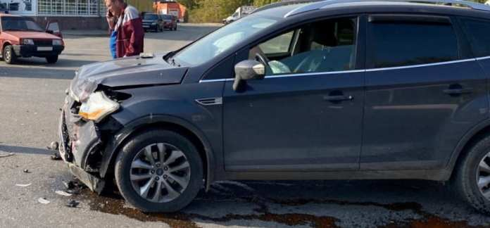 "В Рязани в центре города ""Форд куга"" врезался в ВАЗ-21093"