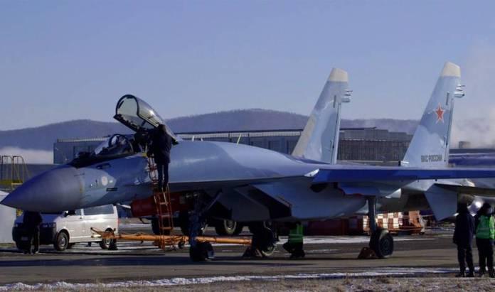 Пара новых истребителя Су-35С прибыла в Липецкий авиационный центр ВКС