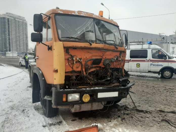 В Рязани столкнулись два грузовика