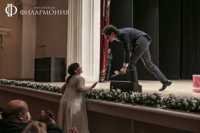 Рязанцев восхитила игра молодого пианиста Константина Емельянова