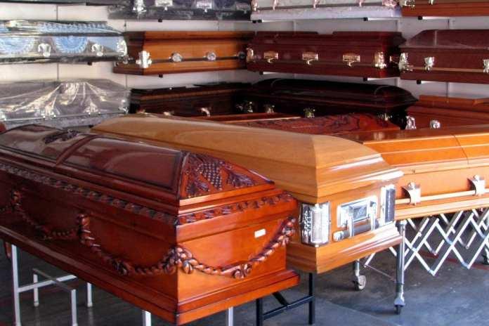 В Москве появились гробы с прозрачными крышками для умерших от COVID-19