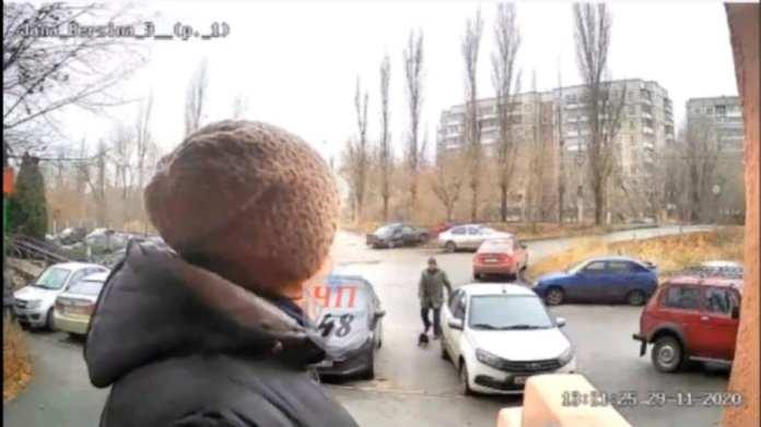 Видеокамера домофона записала момент аварии на улице Яна Берзина в Липецке