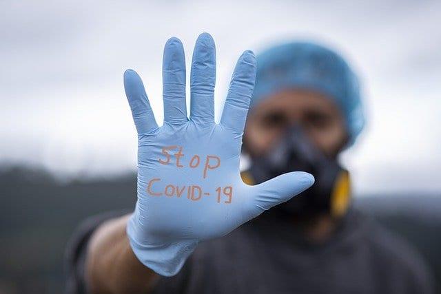 Названо число дней, когда больные COVID-19 остаются заразными