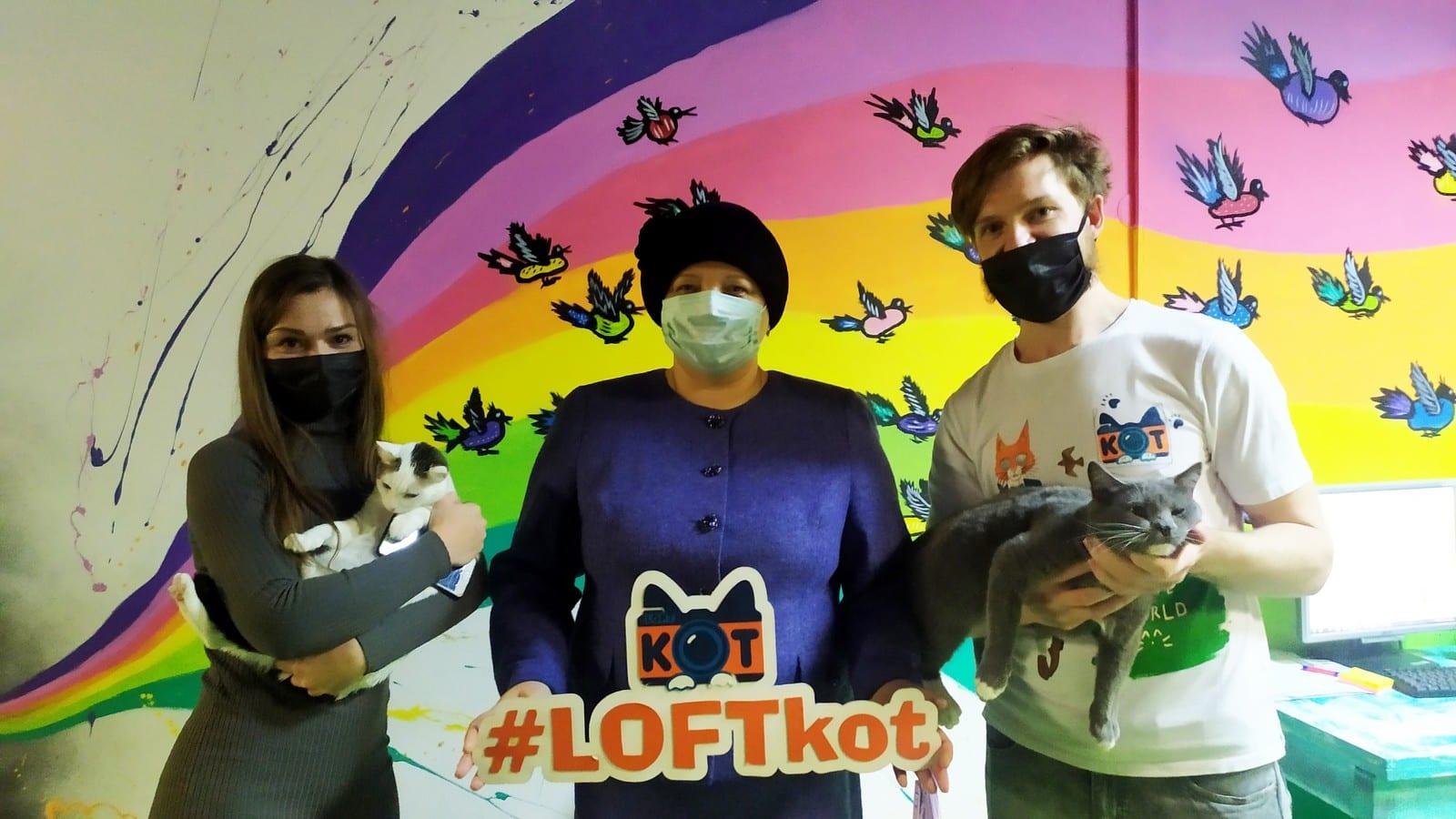 Елена Митина посетила кото-кафе «LOFTkot»