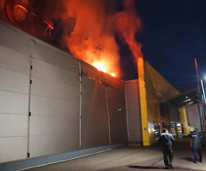 Прямая трансляция: в Рязани загорелся ТРЦ «М5 Молл»