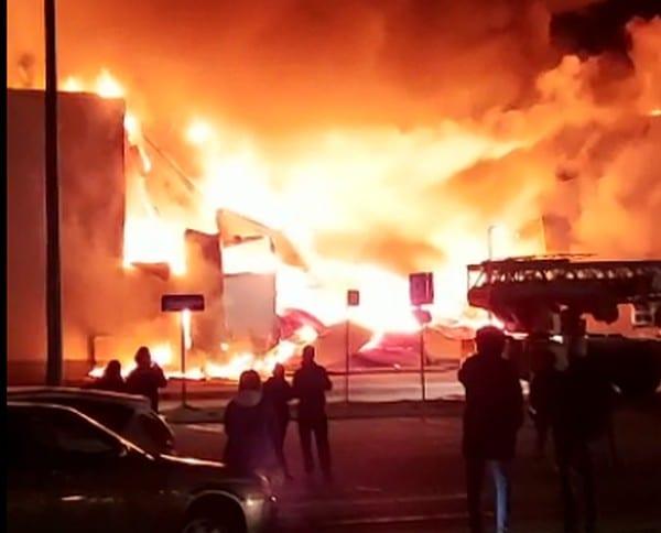 """Из-за пожара в ТРЦ """"М5 Молл"""" Николай Любимов поручил проверить все торговые центры"""