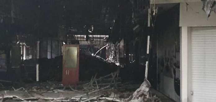 В сети появились фото сгоревшего рязанского «М5 Молла» изнутри