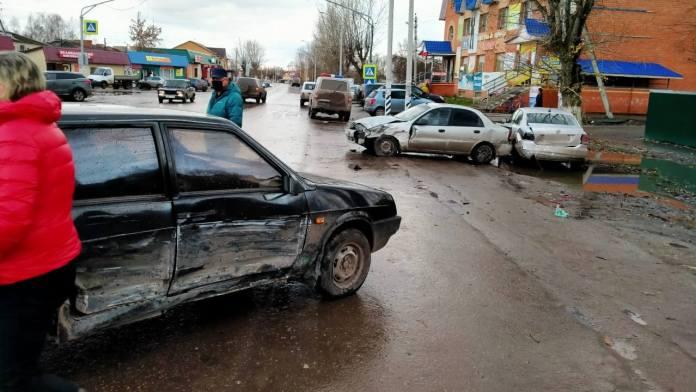 В Рязанской области столкнулись три автомобиля