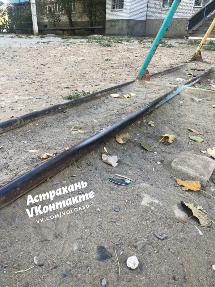 В Астрахани 10-летний ребенок пострадал на детской площадке