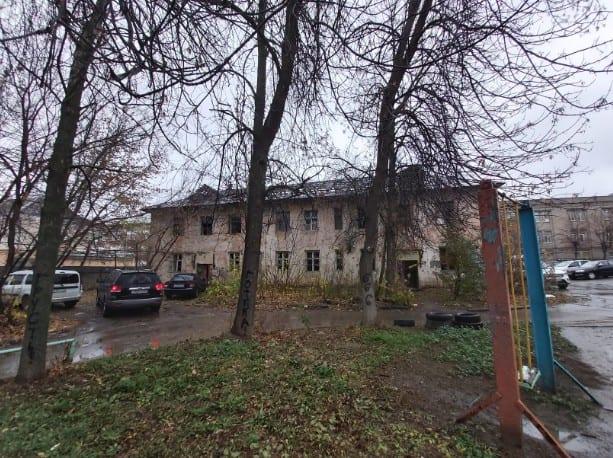 Активисты ОНФ попросили мэрию закрыть заброшенный дом в центре Рязани