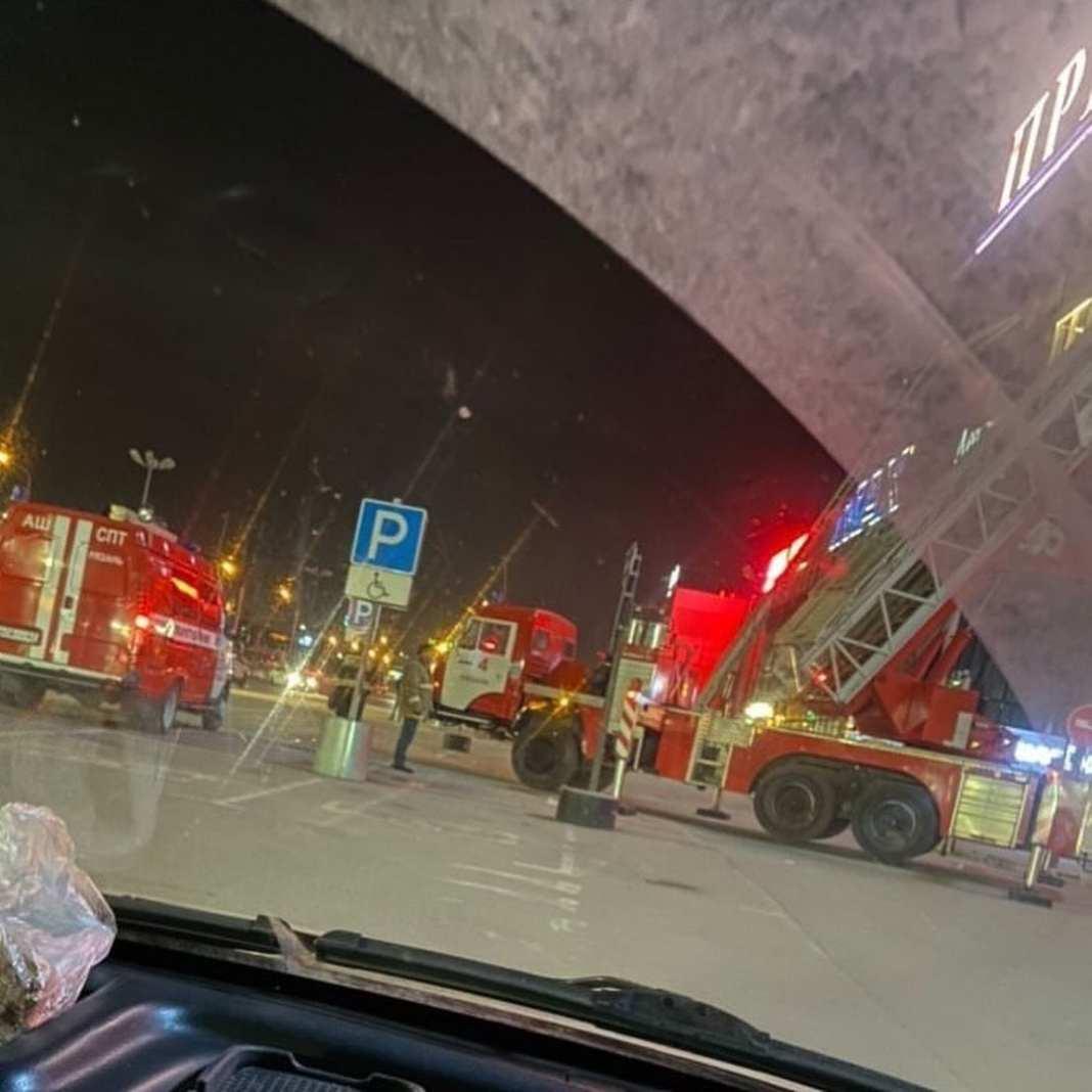 У ТРЦ «Премьер» в Рязани заметили пожарных