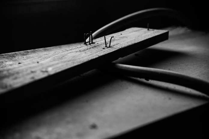 В Шиловском районе 26-летний мужчина угрожал убить сожительницу деревянным бруском с гвоздями