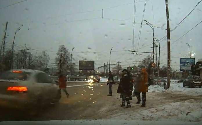 У вокзала Рязань-2 женщину сбил автомобиль