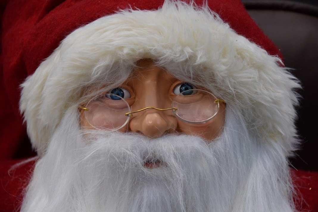 Деда Мороза и Снегурочку могут обязать носить огнетушители