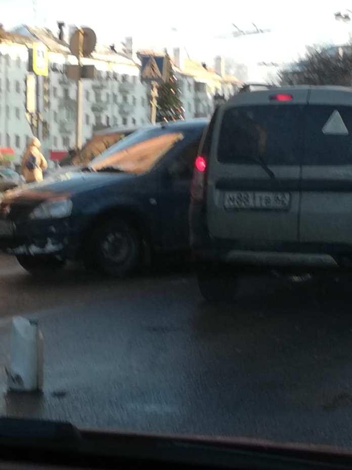 Из-за массовой аварии в центре Рязани образовывается пробка
