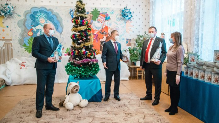 Аркадий Фомин наградил победителей поэтического конкурса