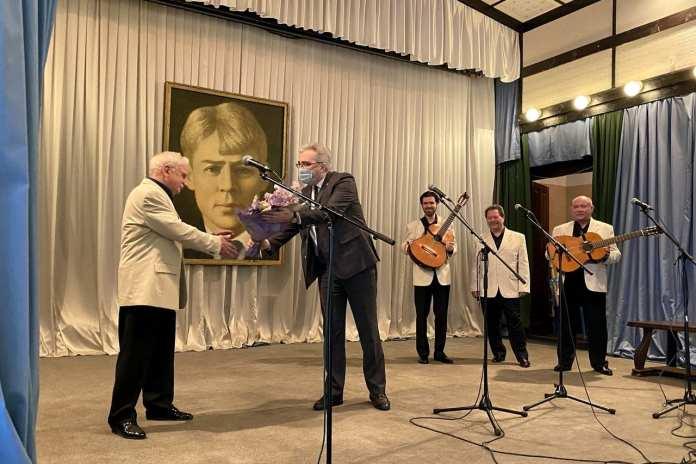 В Константинове актёр Сергей Никоненко прочитал стихи Есенина