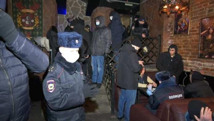 На Почтовой в Рязани кафе работали ночью, нарушая антиковидные запреты