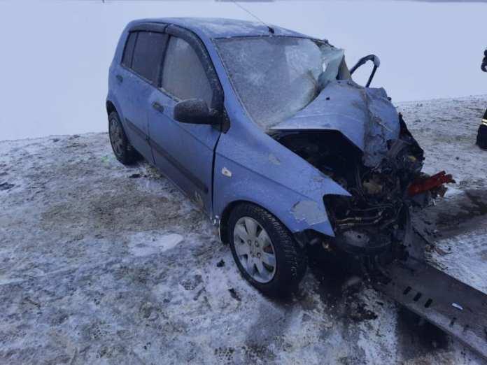 В аварии легковушки с грузовиком в Шиловском районе пострадали три человека, в том числе пенсионер и подросток
