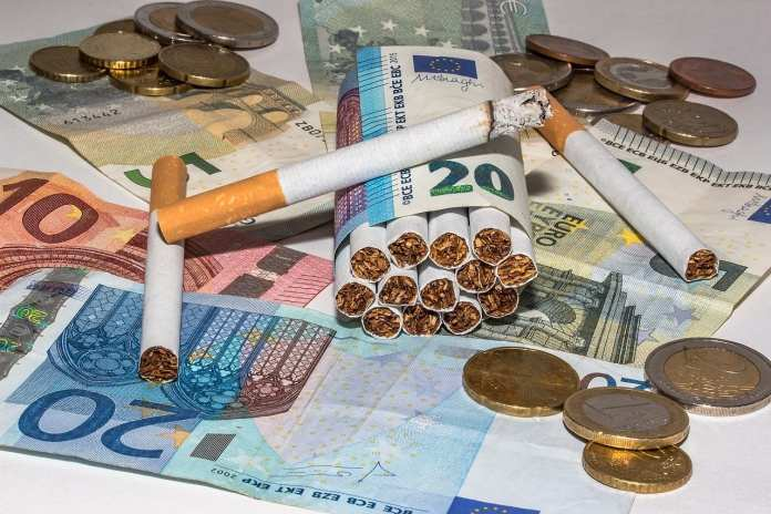 Продажи табачных изделий в России выросли на треть