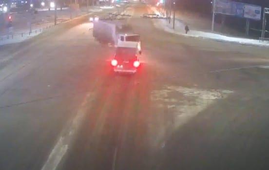 Ещё одна авария на Московском шоссе попала на видео
