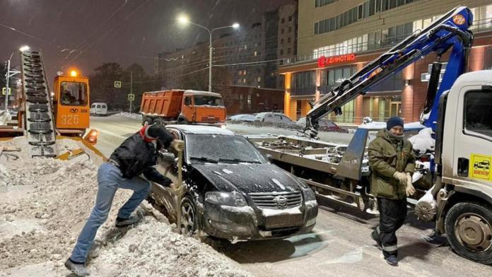 В Рязани с обочин дорог эвакуируют автомобили, мешающие уборке снега