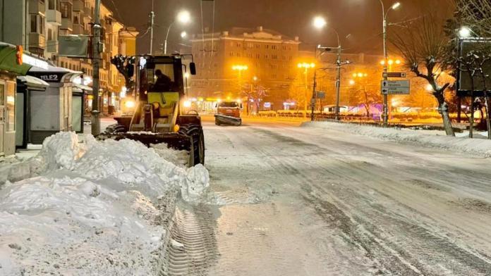 В ночь на среду в Рязани продолжат убирать снег