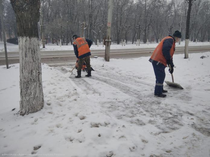 В рождественскую ночь улицы Рязани от снега убирали более 30 единиц спецтехники