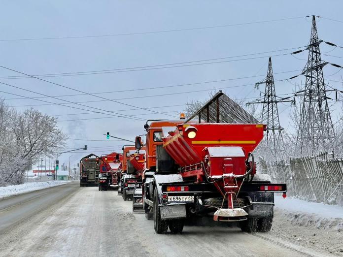 Все районы Рязани от снега очищают три колонны спецтехники