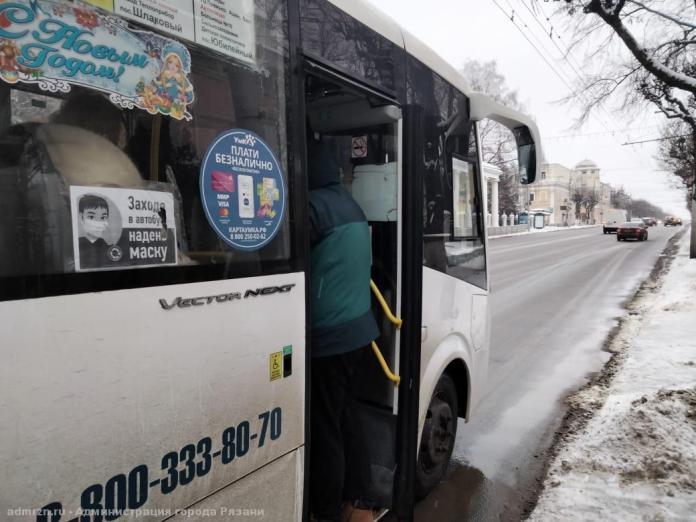 В Рязани на центральной остановке вновь проверили соблюдение масочного режима в общественном транспорте