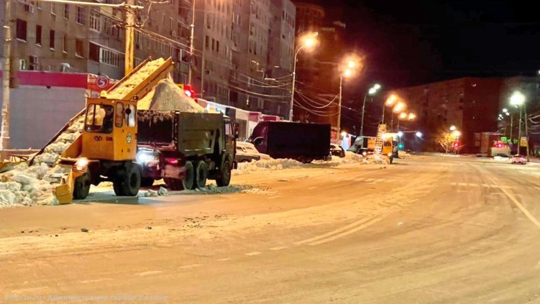За одну ночь с улиц Рязани вывезли около 5 000 кубометров снега