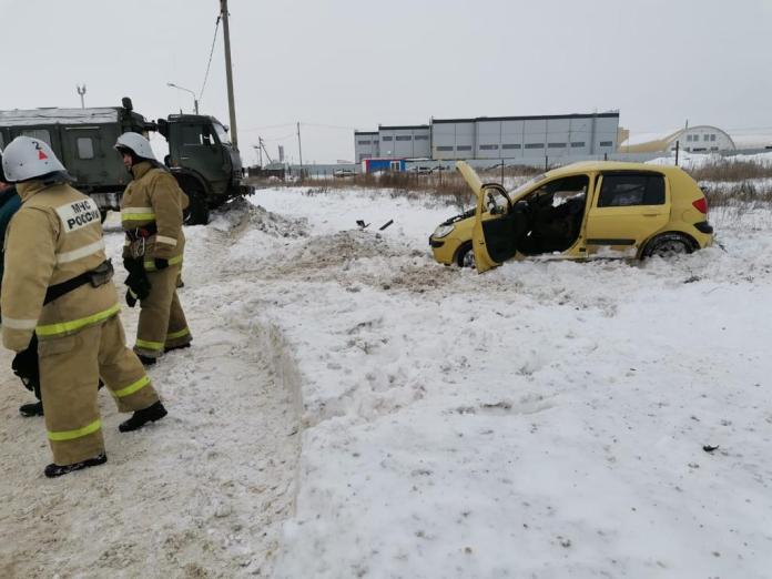 Стали известны подробности столкновения легковушки и грузовика под Рязанью