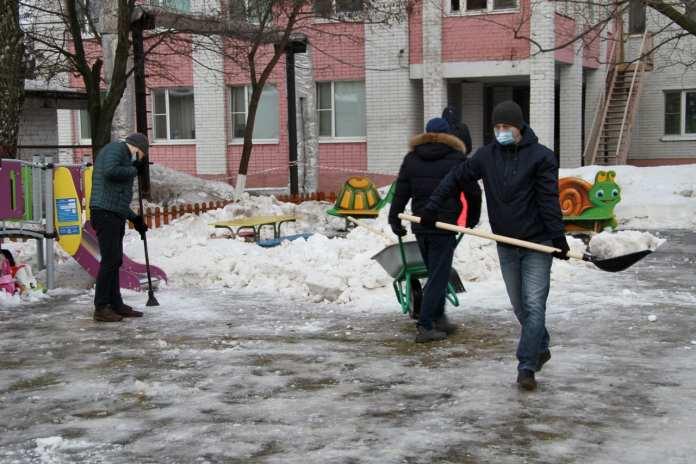 Волонтеры Рязанского отделения СберБанка приняли участие в уборке снега