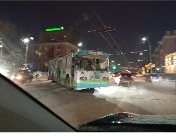 Троллейбус осложнил движение в центре Рязани