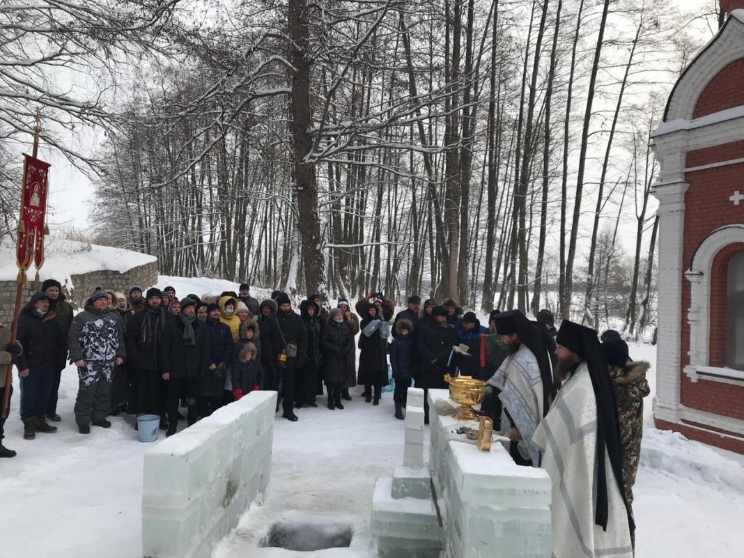 В Рязанской области Пощуповском монастыре проходит чин освящения воды