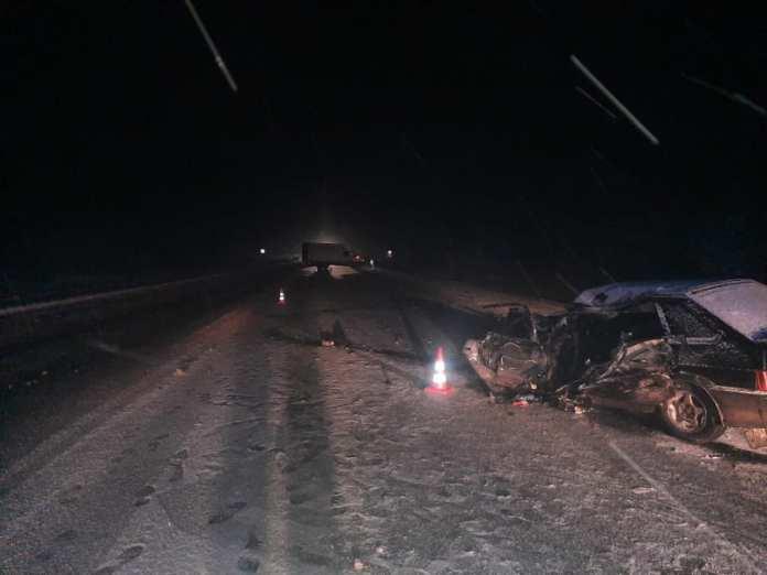 """В жёсткой аварии """"четырнадцатой"""" с грузовиком в Шиловском районе пострадал мужчина"""