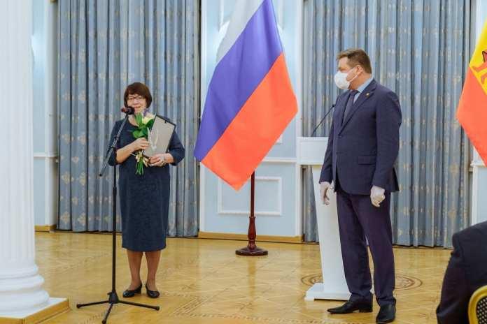 Генеральному директору РИА «7 новостей» Алексею Жеглову вручили почётную грамоту губернатора