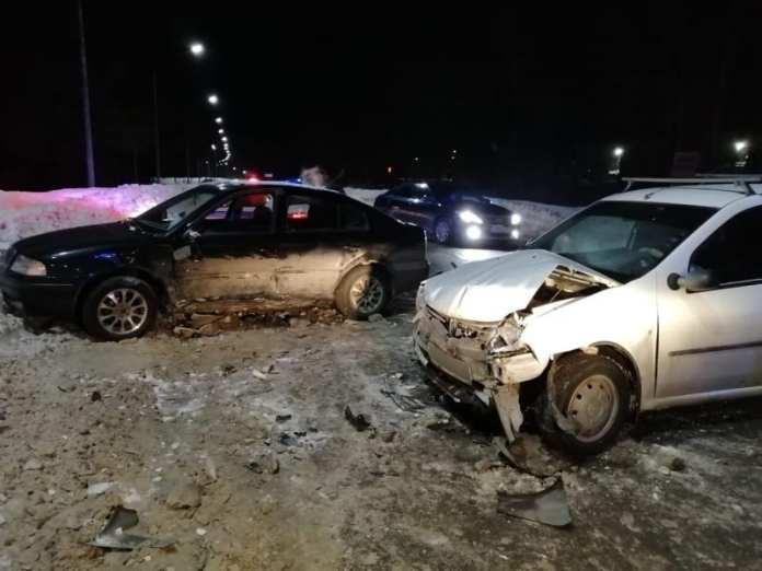 """Два человека пострадали в аварии """"Шкоды Октавиа"""" с """"Рено Логаном"""" в Рязани"""