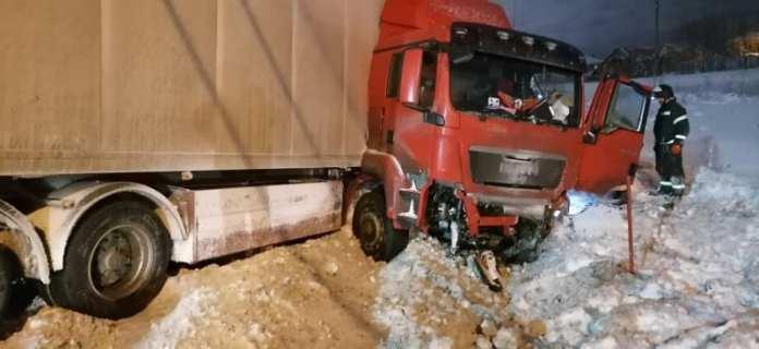 За ночь в двух авариях с грузовиками на трассе М-5 под Рязанью погибли три человека